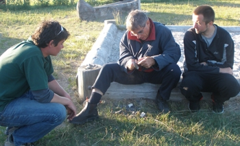 Flint knapping session at Helnaes Bay